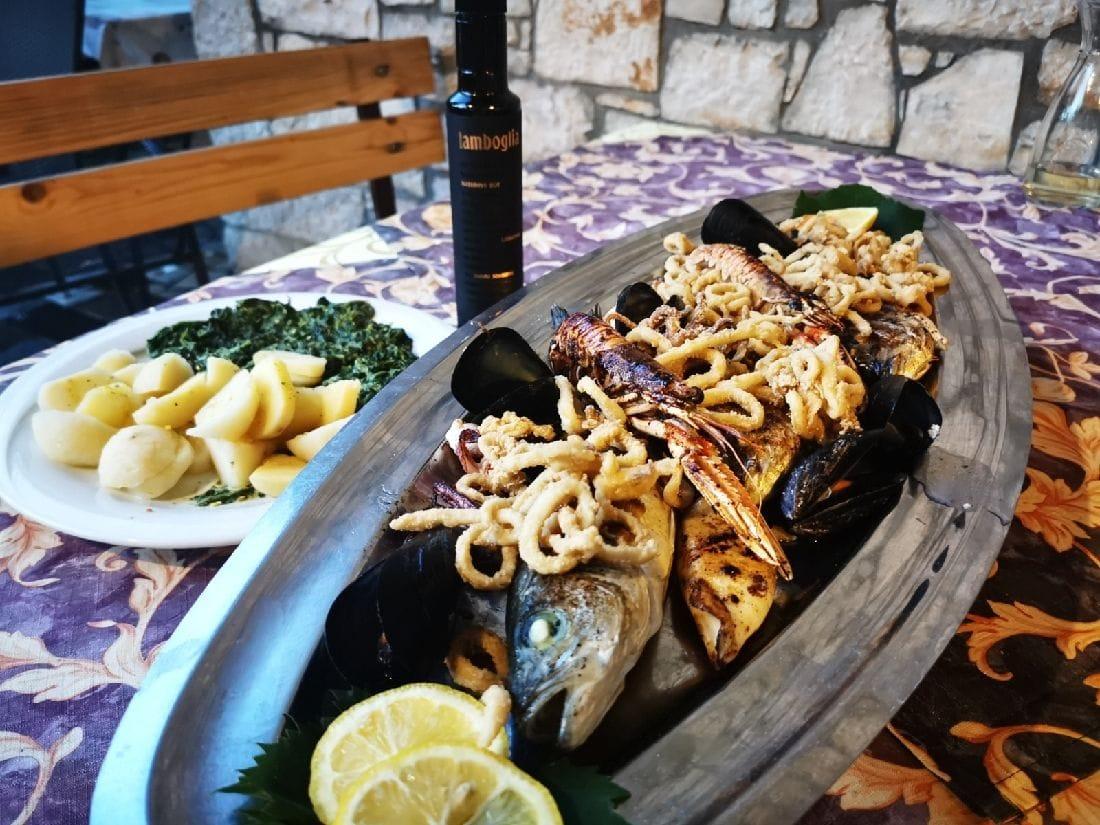 Restoran Tri Kantuna, Tar